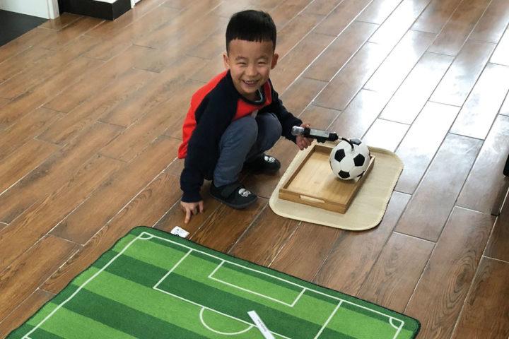 Montessori-fotball: På lag med barna