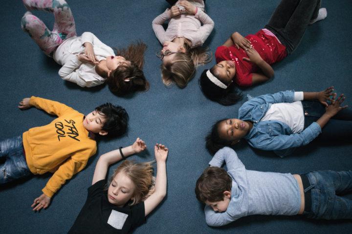Livsmestring i  montessoribarnehagen og montessoriskolen